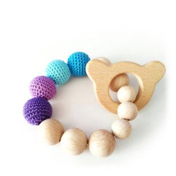 Bracciale da dentizione con orsetto e palline in legno ricoperte all'uncinetto